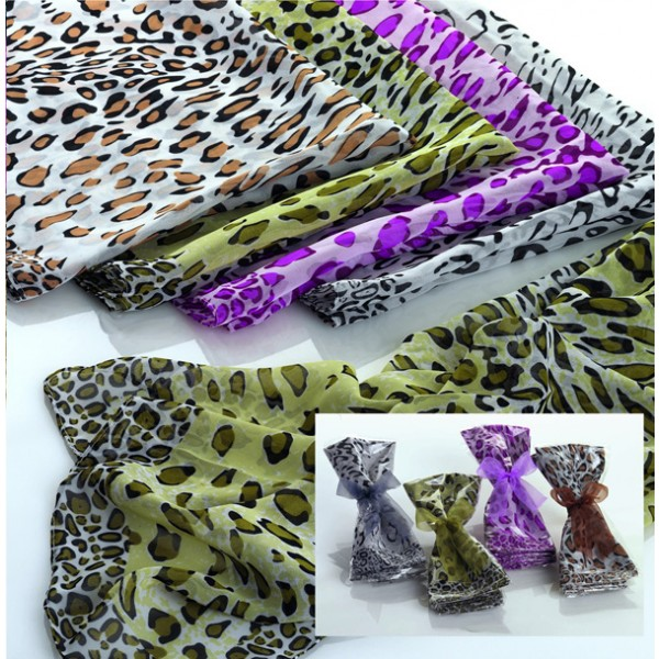 Detalle Boda pañuelo leopardo