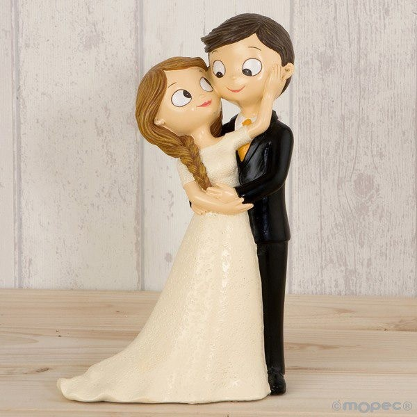 Detalle boda figura tarta pastel novios caricias