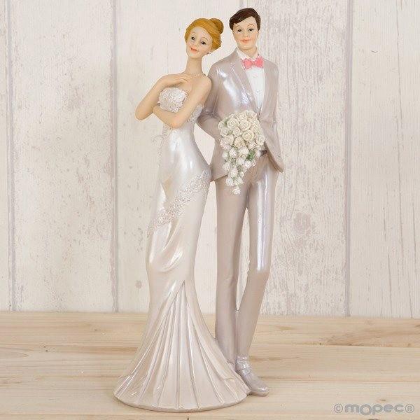 Detalle boda figura tarta pastel novios vestido de fiesta