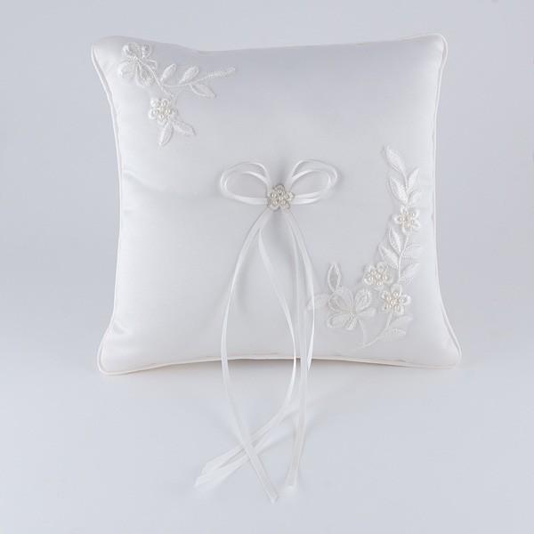 Complemento para boda cojín bordado ramito flor