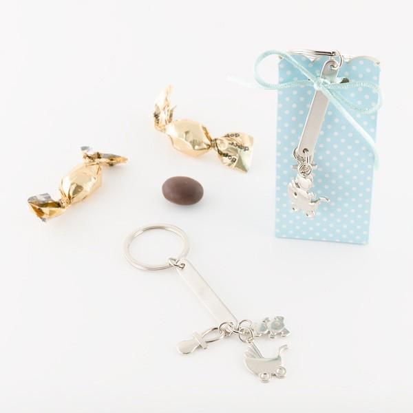 Detalle para bautizo llavero motivos bebe en cajita con caramelo chocolate