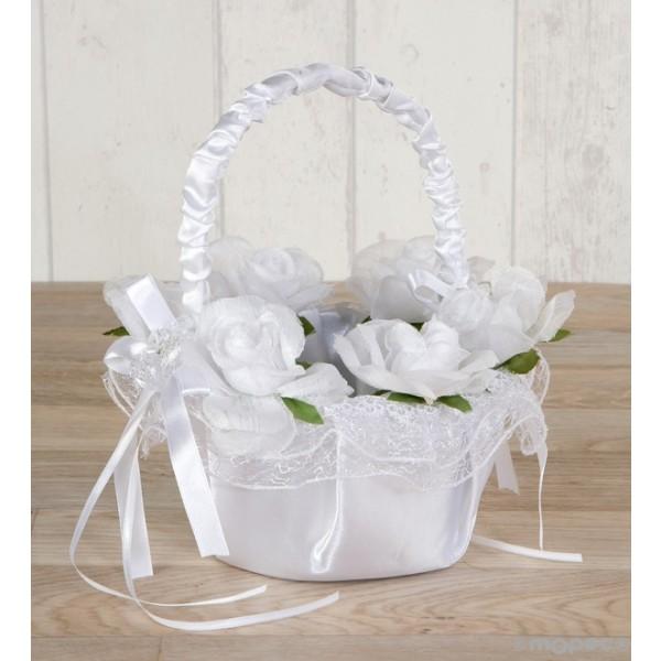 Detalle boda cesta arras con flores blancas