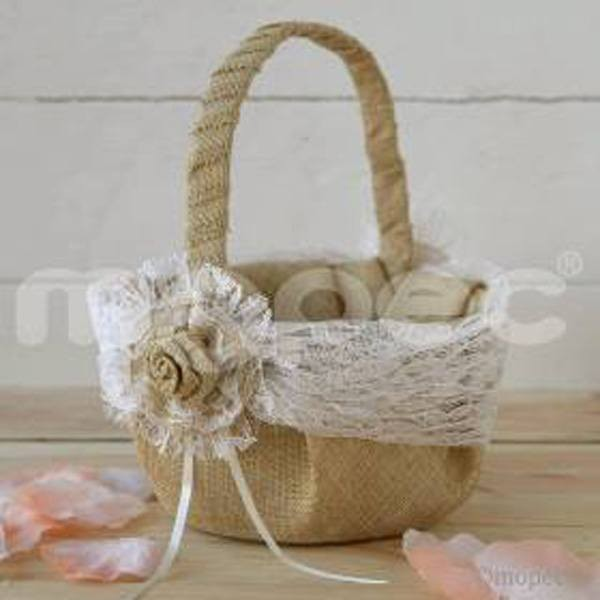 Detalle boda cesta arras rustica con puntilla