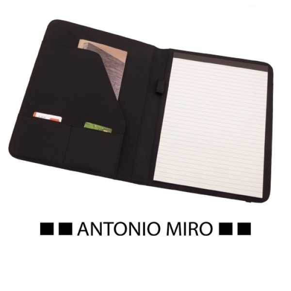 Detalle de Boda Carpeta Mukaul -Antonio Miro-