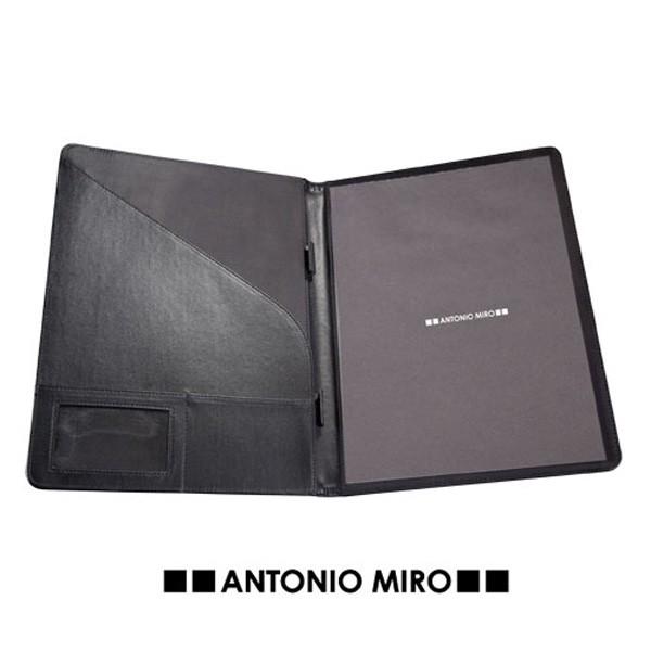 Detalle de Boda Carpeta Roden-Antonio Miro-