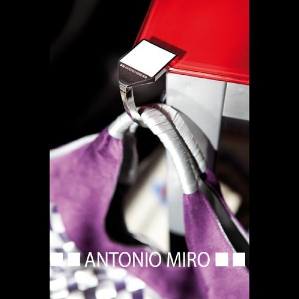 Detalle de Boda Cuelgabolsos Pontey Antonio Miro