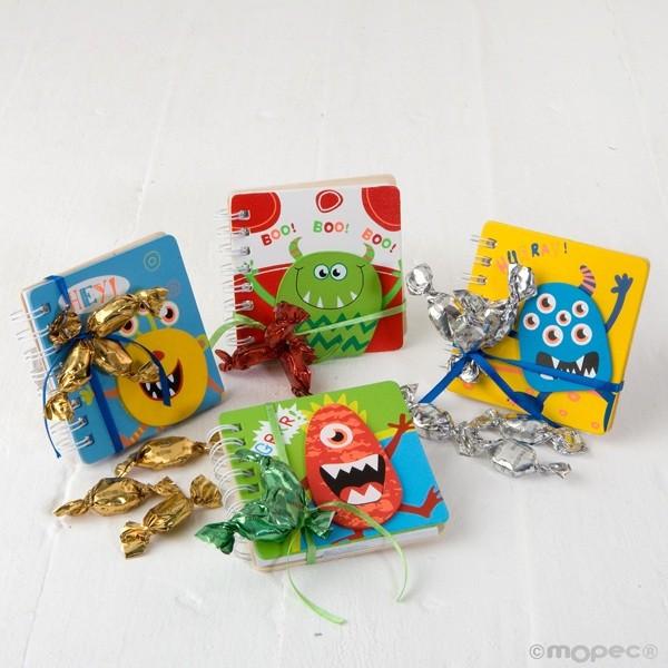 Detalle para niños libreta monstruos con tres caramelos