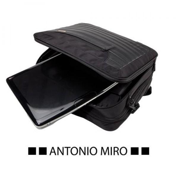 Detalle de Boda Trolley Forum -Antonio Miro-
