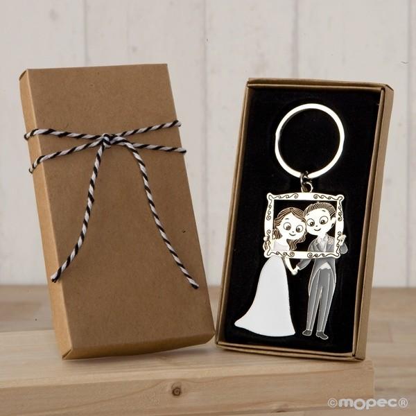 Detalle boda llavero novios photocall en caja