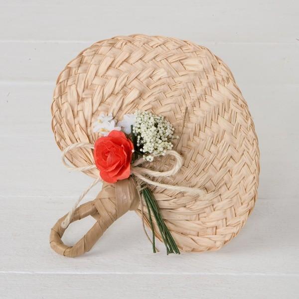 Detalle boda paipay adornado flor roja