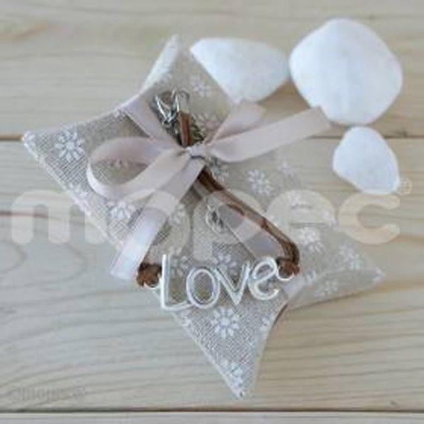 Detalle boda pulsera love con 4 caramelos