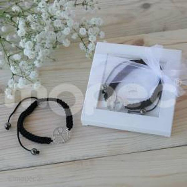 Detalle boda pulsera símbolo de paz