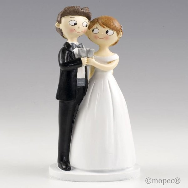 Detalle boda figura tarta novios brindando