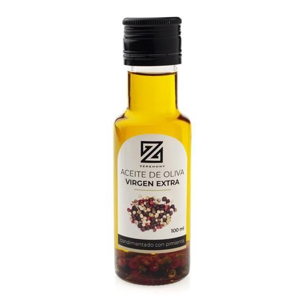 Detalle boda botella de aceite condimentada con pimienta.