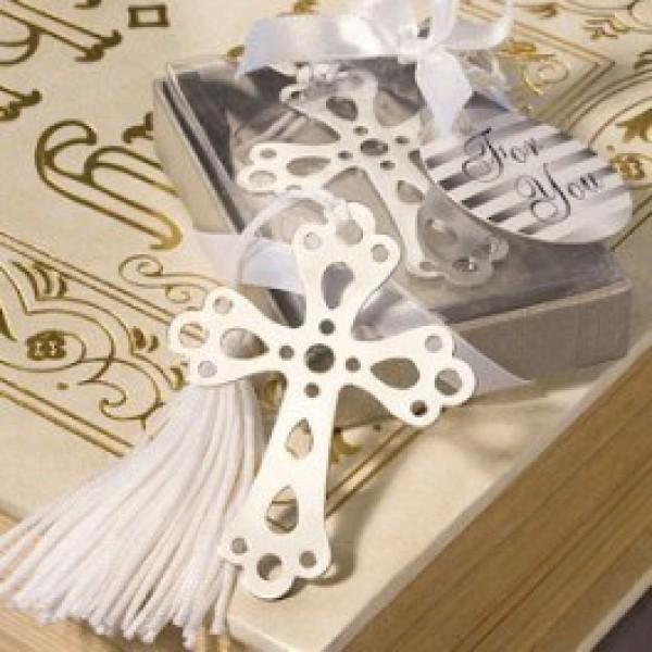 Detalle Comunión punto de libro cruz con borla