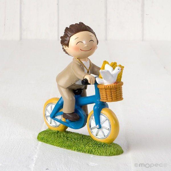 Detalle comunión figura pastel niño en bicicleta