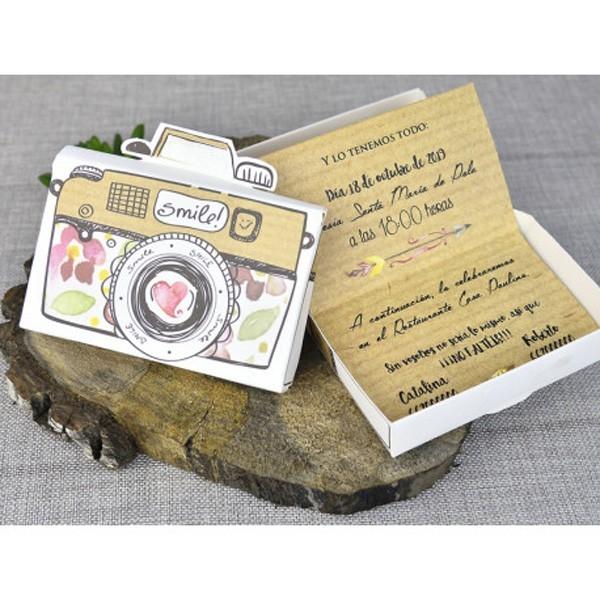Invitación de boda creativa cámara de fotos