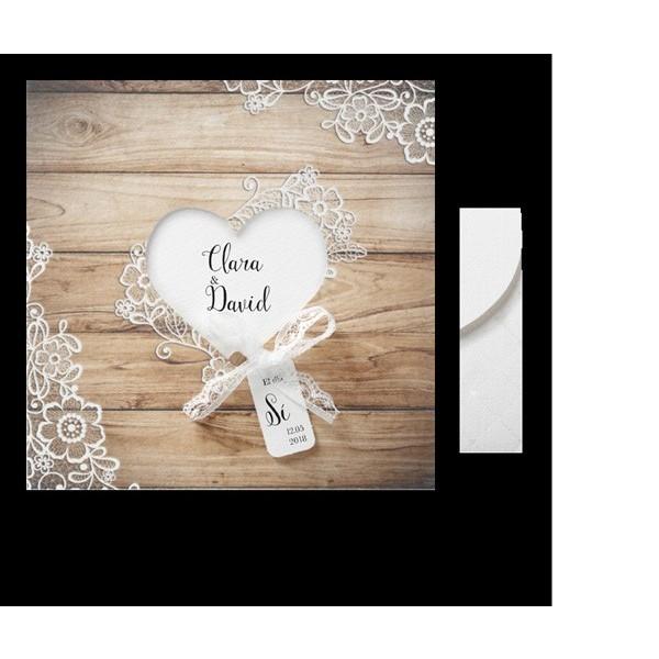 Invitación de boda romántica madera con corazon