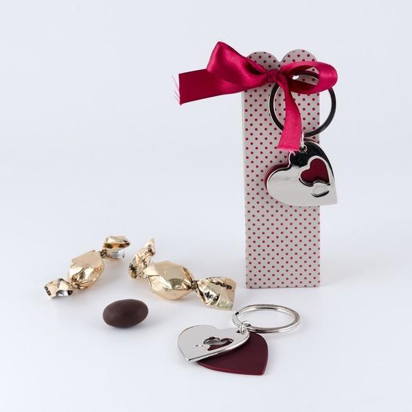 Recuerdo Boda cajita tres chocolates llavero corazón doble